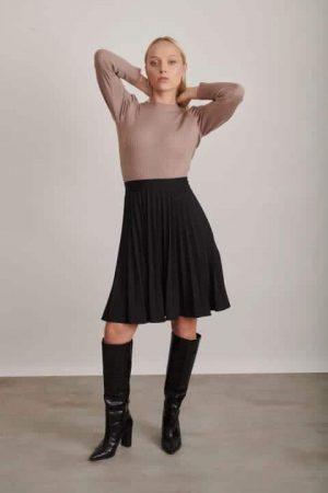 חצאית פליסה שחורה 1207 001 (Small)