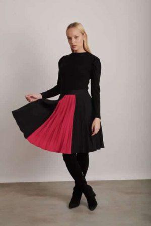 1209חצאית פליסה פס ורוד