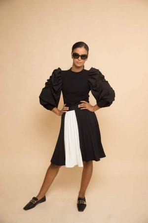 חצאית פליסה שחורה פס לבן